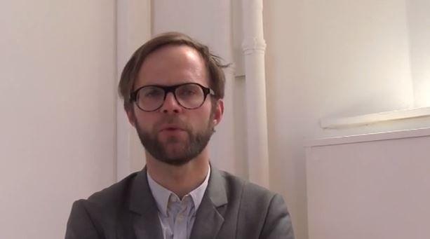 Joost Vanhecke geeft uitleg over de Biënnale Interieur 2014