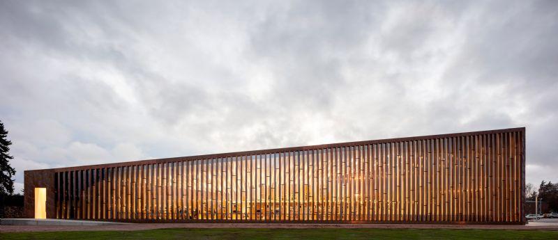 Une bibliothèque finlandaise bardée de cuivre