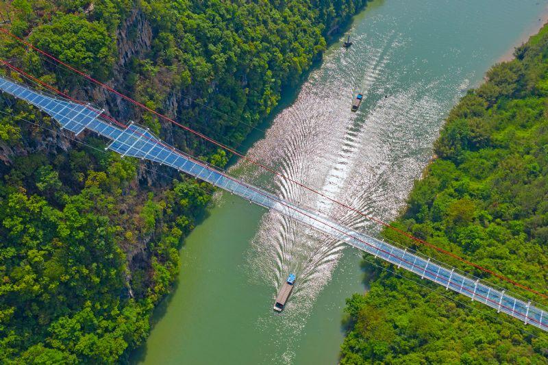 Le plus long pont en verre au monde est (officiellement) chinois