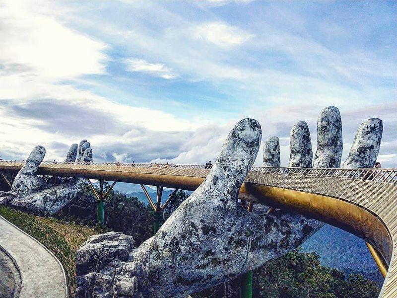 Vietnam draagt zijn nieuwste brug op handen