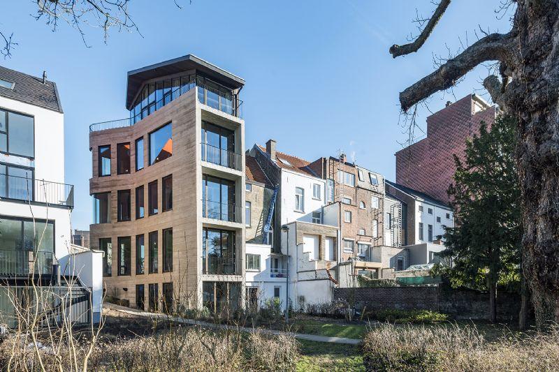 Architecturale parel herbergt kantoren, eventruimte en woonstudio
