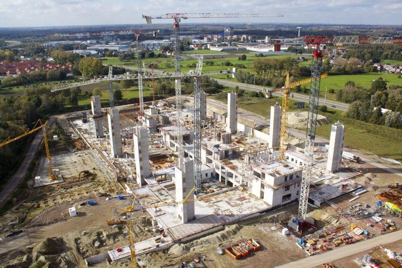 MBG trekt de trapschachten als eerste op en sluit dan de rest van de ruwbouw erop aan.