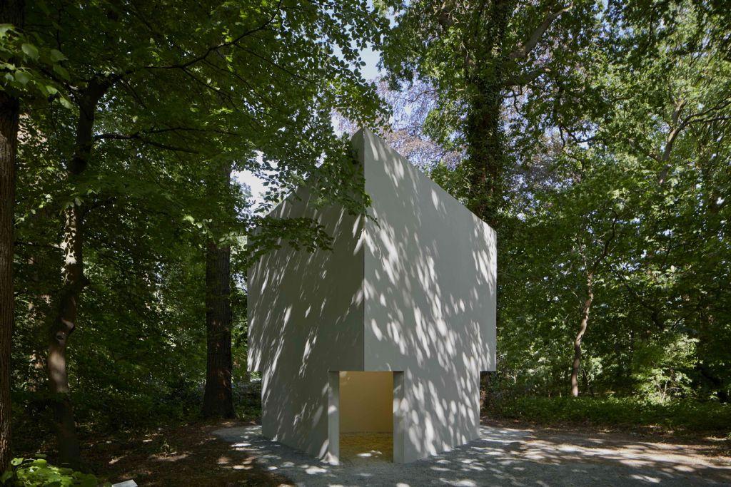 Kunstwerk Bruce Nauman geprefabriceerd in beton