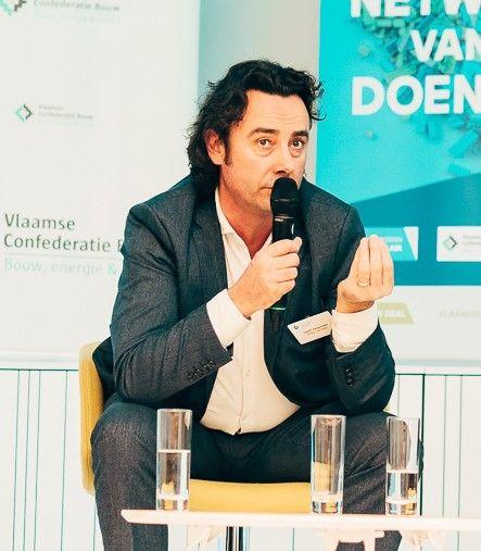 """Geert Verachtert: """"Aan overkoepelende beleidskaders ontbreekt het mijns inziens niet, maar lokaal is er wél nood aan regelgeving die transformeerbaar bouwen stimuleert, maximaal inzet op materiaalhergebruik en het vernietigen van materialen penaliseert."""""""