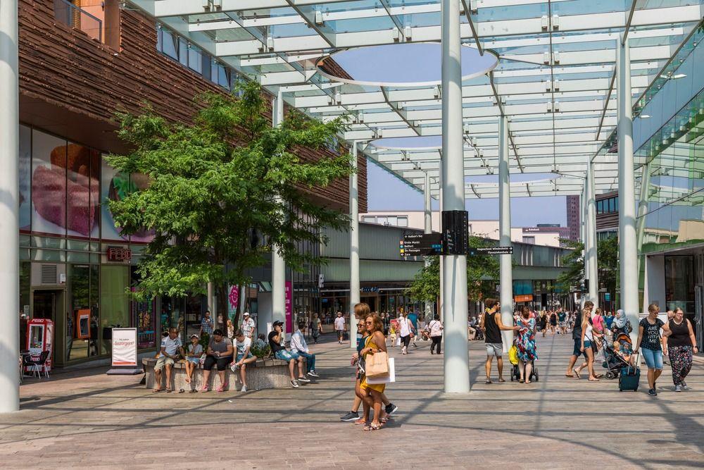 Forum à Almere Centrum, par OMA / Rem Koolhaas.