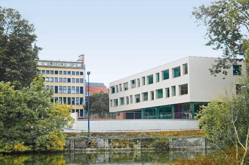 Une nouvelle aile pour l'école Sainte-Marie à Rèves (Atelier d'architecture Mathen)