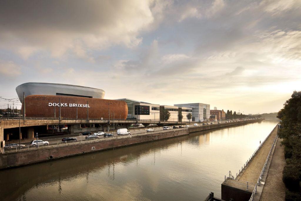 Dockx Bruxsel, een gebouw dat het concept 'winkelcentrum' een nieuwe dimensie geeft.