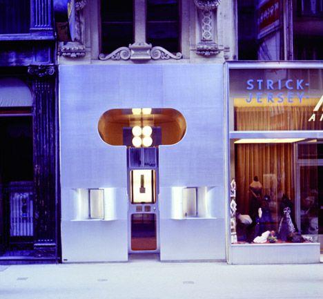 De doorbraak van Hollein kwam er met dit ontwerp, Retti Candle Shop in Wenen. Hij won er de Reynolds Memorial Award mee - en 25.000 dollar.