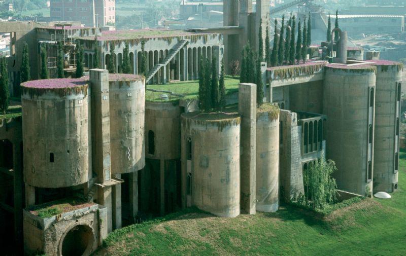 Ricardo Bofill: hervormde cementfabriek (2).