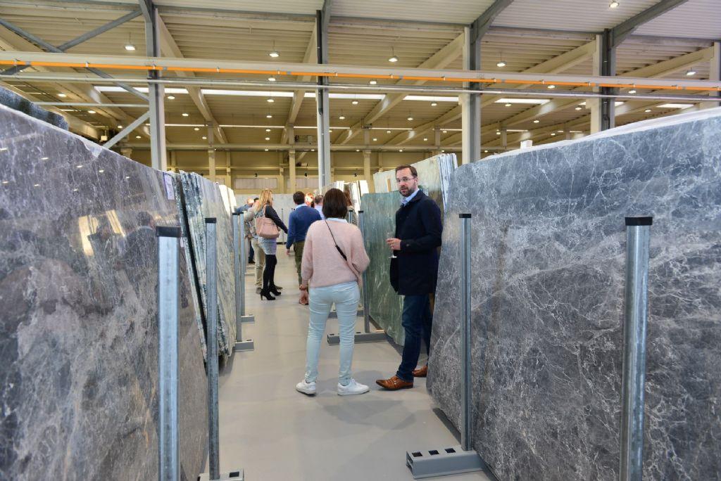 Beltrami opent toonzaal voor natuursteenplaten