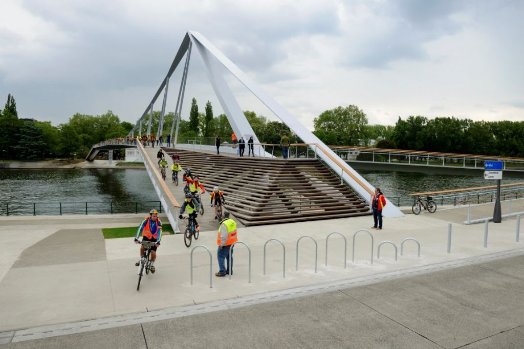 Burgerlijke bouwkunde: Loopbrug 'La Belle Liégeoise'.