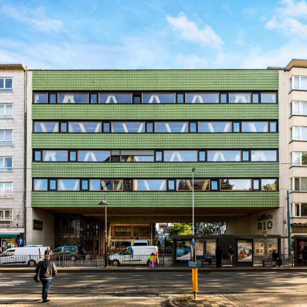 Un immeuble de bureaux bioécologique dont la couleur reflète la pensée verte