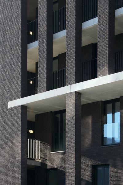 Les jeux d'ombre et de lumière et l'équilibre des contrastes ont été pensés par les architectes.