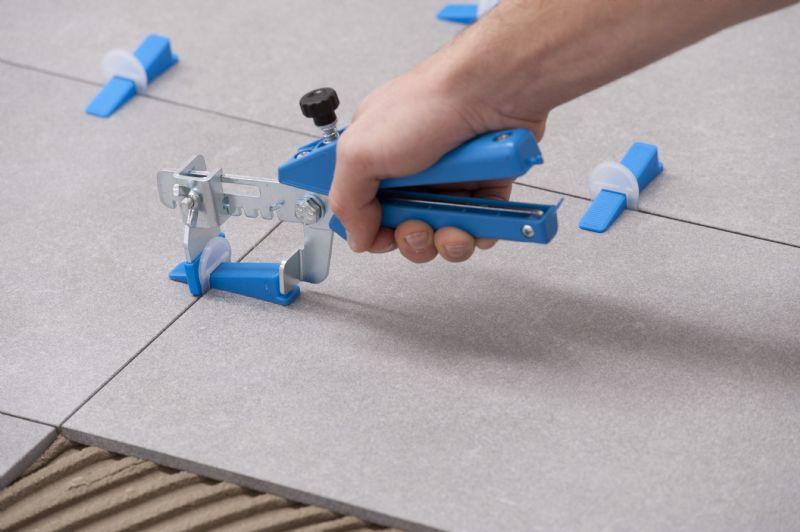 Het systeem is heel eenvoudig toe te passen met de clips, spie en speciale tang.