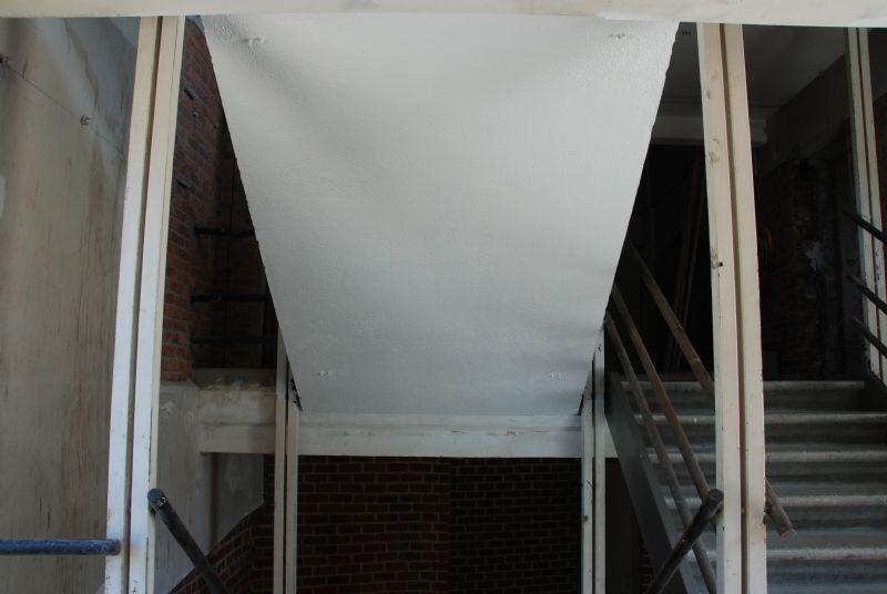 Vanaf een bepaalde temperatuur schuimt de verf op en vormt zo een isolerende laag ter bescherming van het staal.