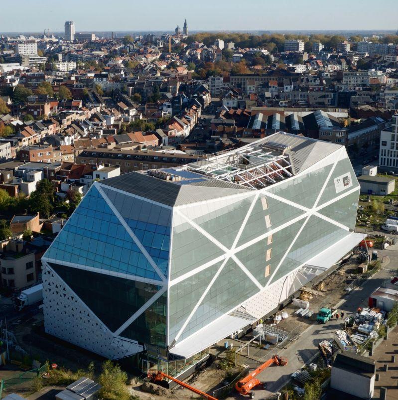 Esthetisch en ecologisch bevestigingsprofiel voor het Diamantgebouw in Gent