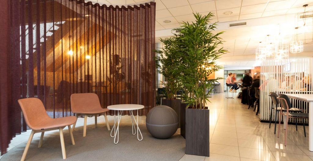 Cafetaria transformeert dankzij veelzijdig meubilair