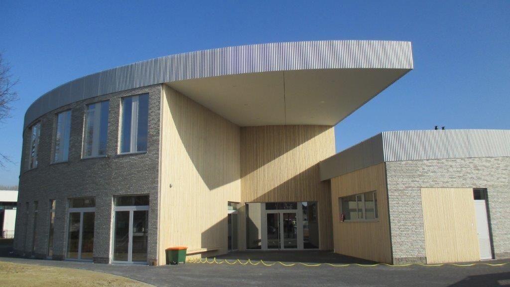 Unieke vorm benadrukt open karakter van nieuw schoolgebouw