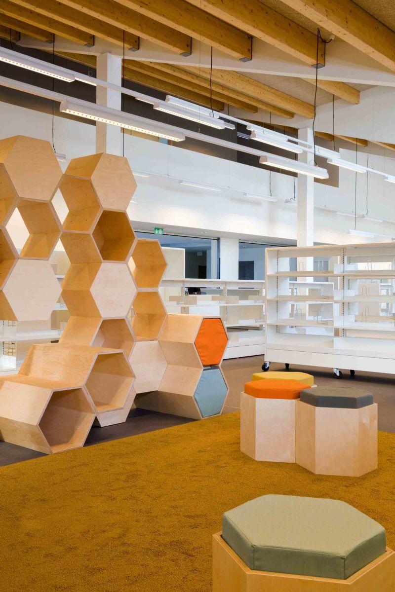 De bibliotheek is niet enkel een ruimte voor de groeiende voorraad aan boeken, maar vooral voor gemeenschappelijke interacties.