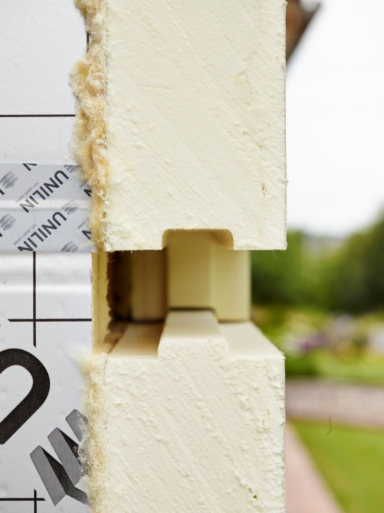 UTHERM WALL FLEX elementen sluiten perfect tegen de muur aan waardoor de gewenste U-waarde gemakkelijk behaald wordt.