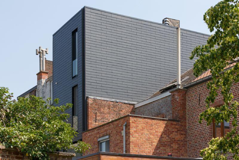 Klaarchitectuur renoveert met vezelcement in Leuven
