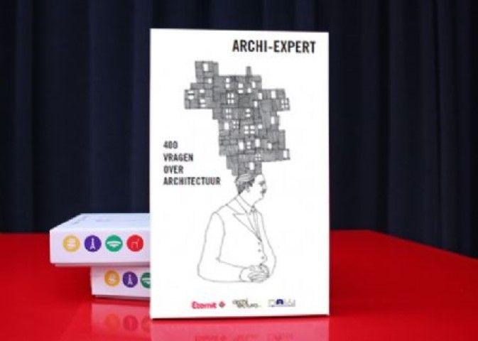 Archi-Expert. Het ontwerp op de speldoos is van de hand van Christian Kieckens.
