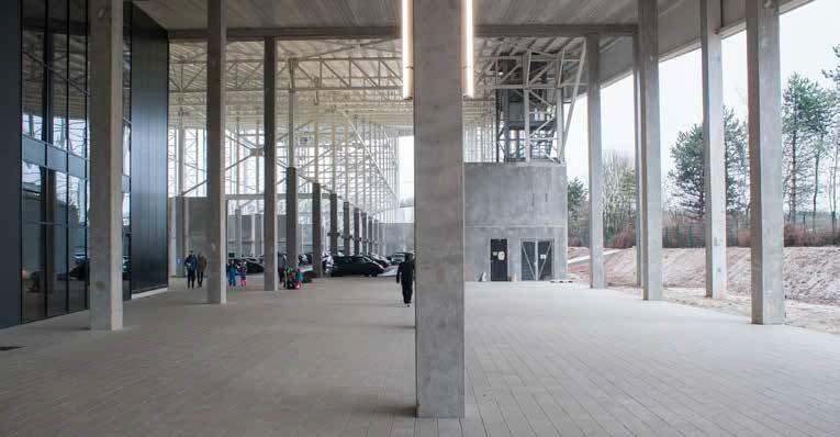 De kersverse indoorhal is opgebouwd uit een mix van prefabbeton en staal. (Beeld: Bernard Boccara)