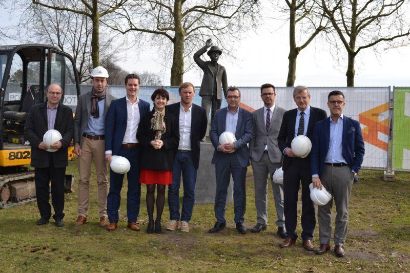 Burgemeester Hilde Claes was present voor de symbolische eerste spadesteek