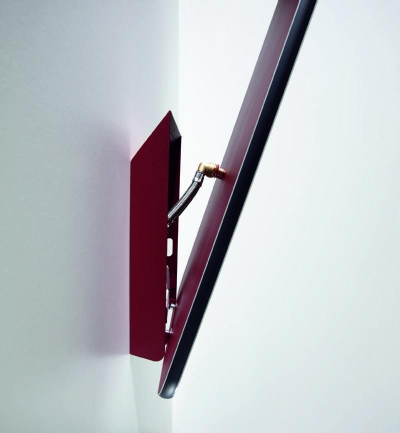 De Zehnder Vitalo heeft een diepte van slechts 16 mm en weegt zowat de helft minder dan een conventionele handdoekenradiator.