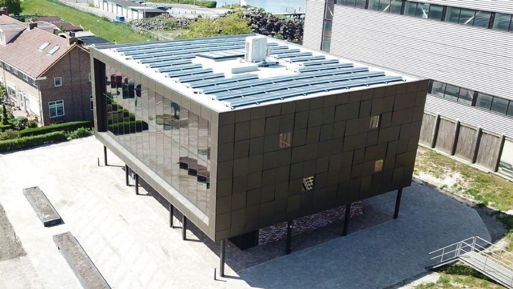 Een opmerkelijke gevel voor een energie-neutraal gebouw