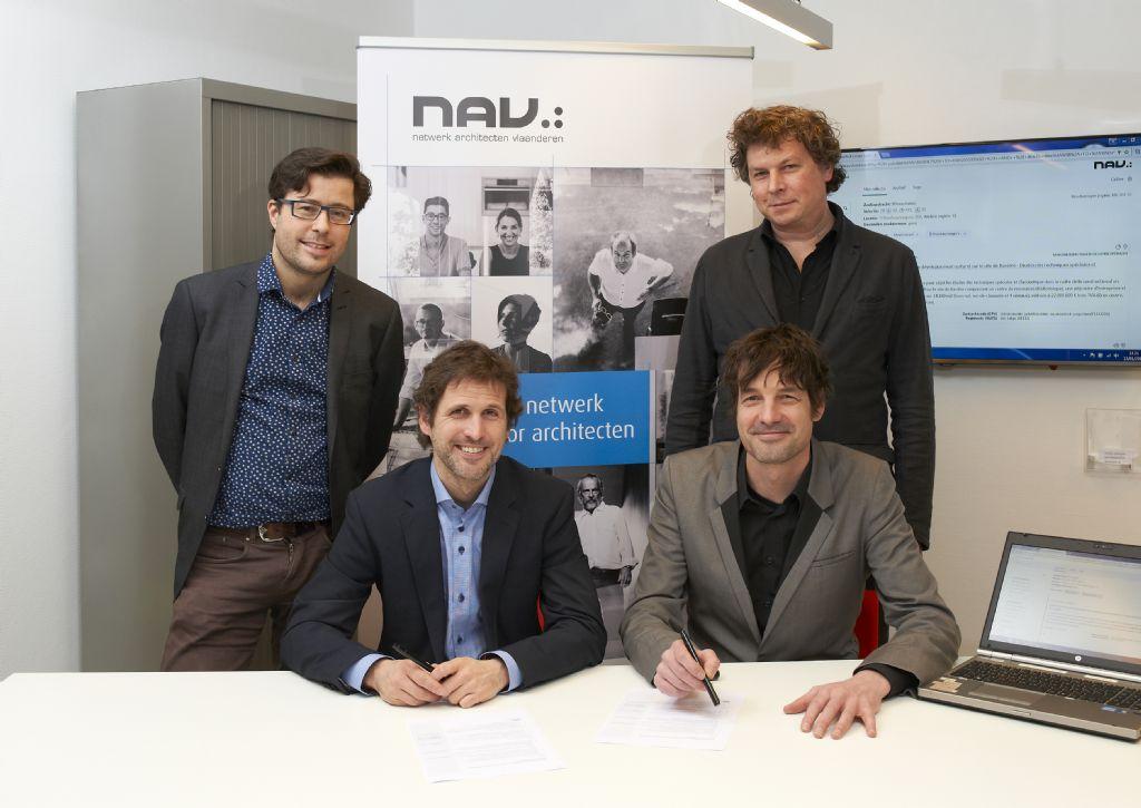 Van links naar rechts: NAV-coördinator communicatie Pieter De Groote, NAV-directeur Kris Baetens, Mark Duyck (zittend) en Kristof De Clercq van TenderWolf.