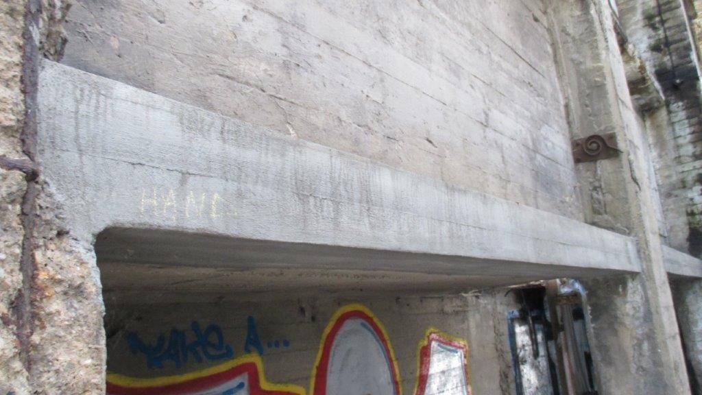 Renotec waagde zich ook aan enkele proefherstellingen, waarbij het onder meer drie verschillende types betonrenovatie uitvoerde op drie naburige liggers.