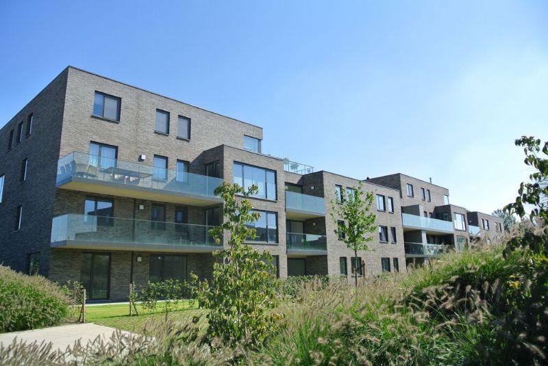 De appartementen van De Oude Kaars bestaan uit de grijs-bruine paramentstenen