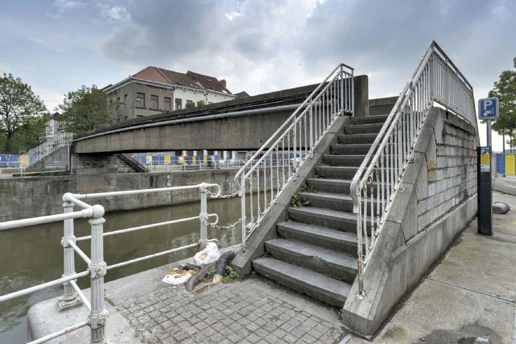 De voetgangersbrug aan de Gosseliesstraat in Anderlecht in 2018.