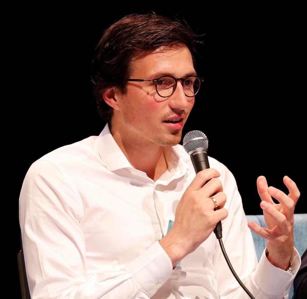 """Lorenzo Van Tornhaut: """"Ik vind de discussie over barema's een beetje naast de kwestie: we zouden beter de onverenigbaarheid en het monopolie aanpakken."""" (Beeld: Tim Van Wichelen)"""