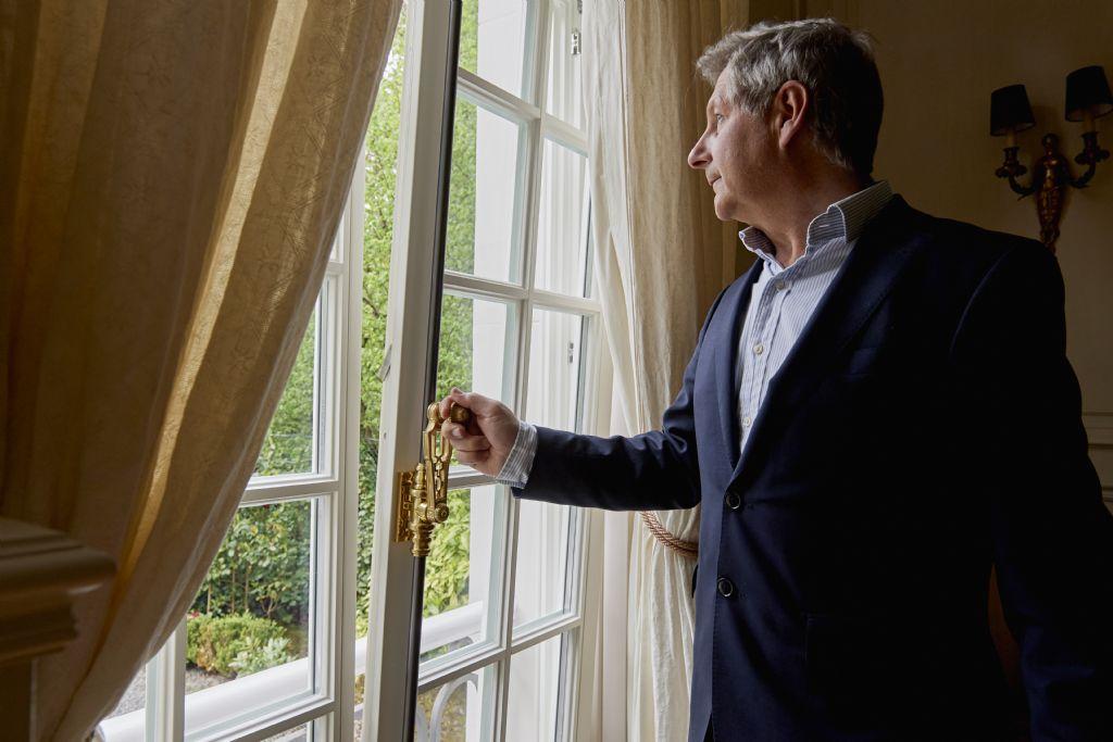 Comment rénover les châssis d'une résidence d'ambassadeur ?