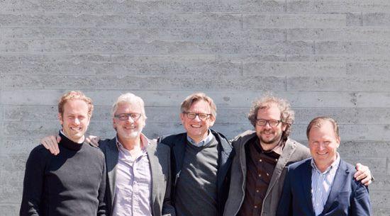 De Vennoten van links naar rechts: Frank Van Kerckhove, Johan Van den Driessche, Dieter De Clerq, medewerker, medewerker, Lieven Louwyck en Piet Van Cauwenberghe.