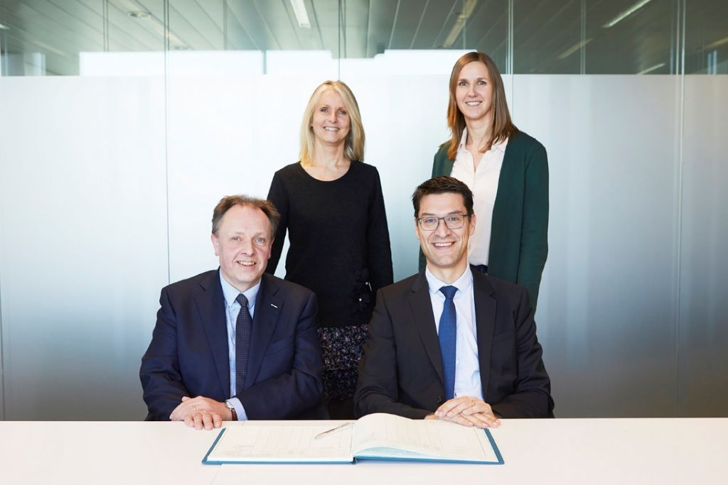 V.l.n.r.: Andy Sack (zaakvoerder Pythagoras), Vicky De Bollen (director dinance, facility & legal bij Sweco Belgium), Erwin Malcorps (managing director van Sweco Belgium) en Evi Switters (head legal counsel, Sweco Belgium).
