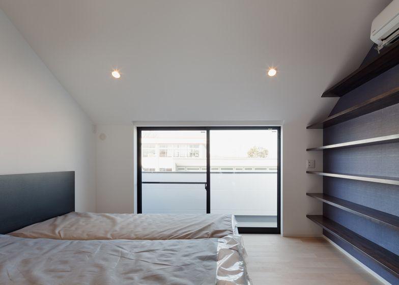 Eén van de slaapkamers heeft een terras.