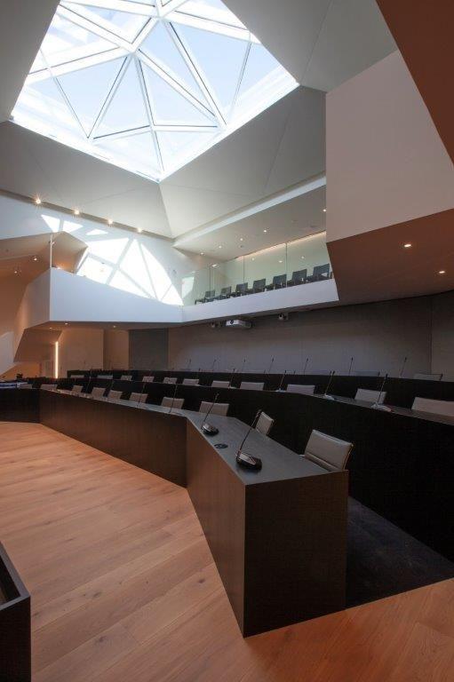 Het stijlvolle interieur van het nieuwe Hasseltse stadhuis spreekt sterk tot de verbeelding. (Beeld: UAU collectiv)