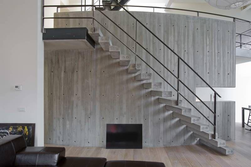 L'escalier en béton prend sa place en rénovation