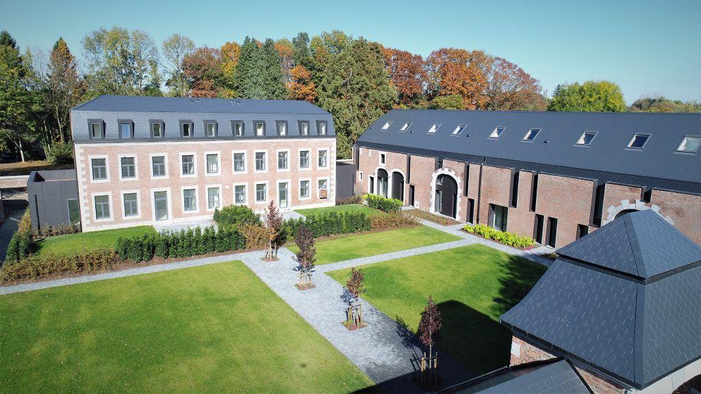 Un ancien château superbement transformé en unités de logement