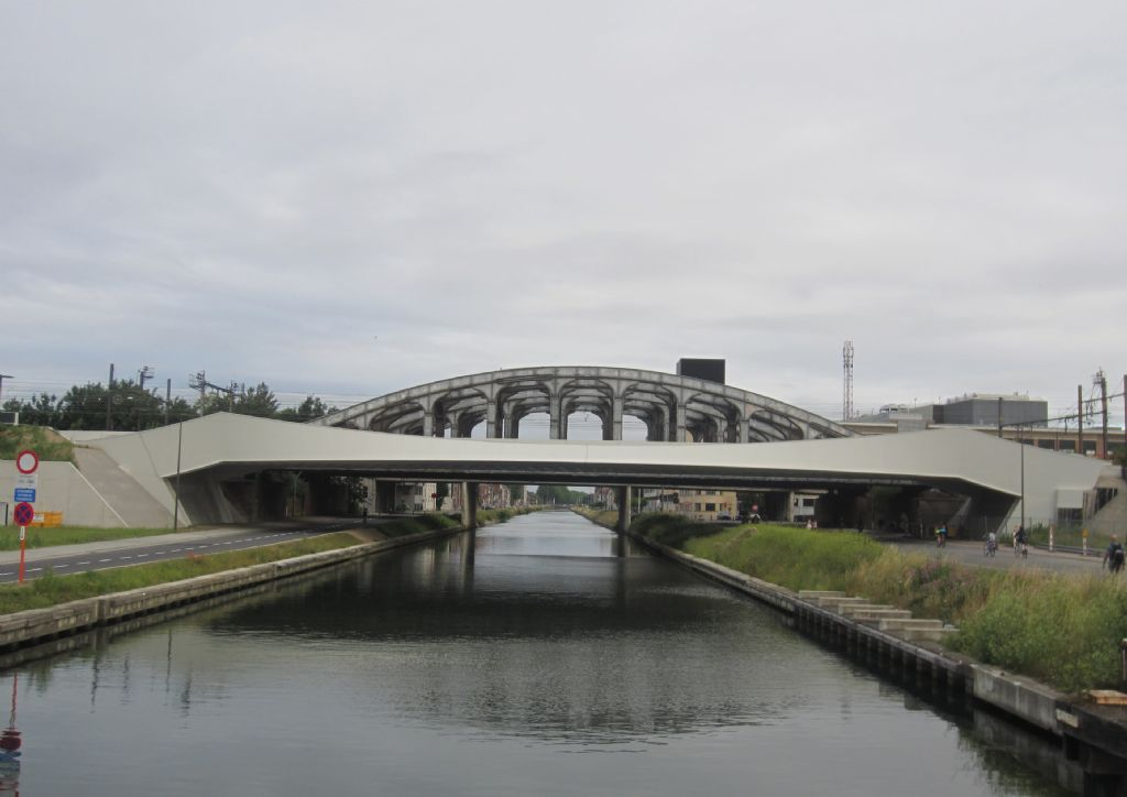 De spoorbrug over de Leuvense vaart in Mechelen
