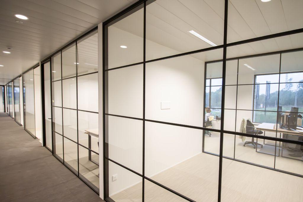 Demonteerbare JUUNOO-wanden vormen ideale oplossing voor flexibele coworkingspace in Kortrijk Business Park