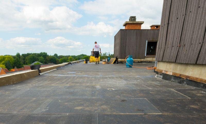 Eurothane Bi-4 isolatie is universeel inzetbaar voor platte daken met zowel een kunststof- als een bitumineuze dichtingslaag.