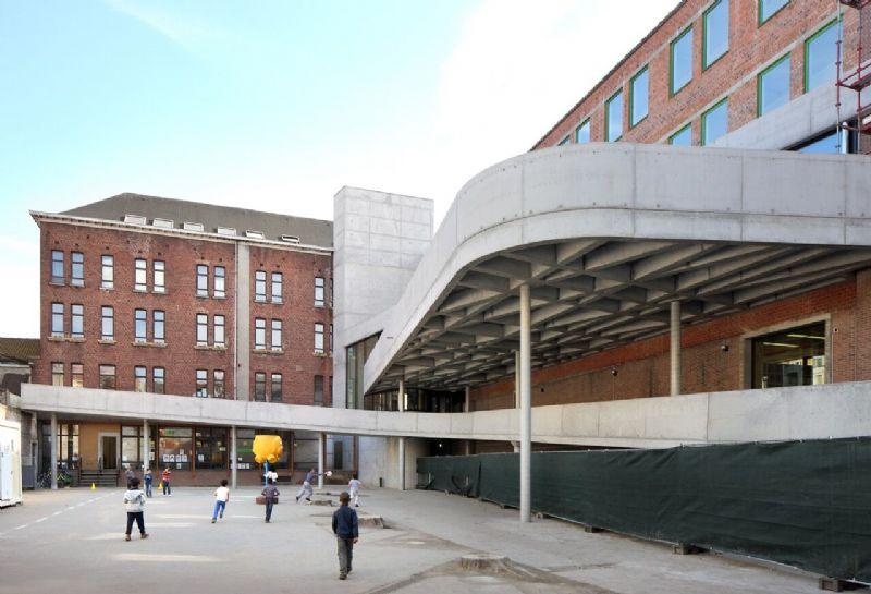 Het project omvat een laagenergetische verbouwing van een voormalig schoolgebouw tot een kinderdagverblijf.