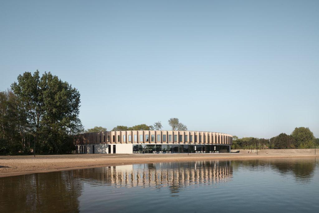 Het zorghotel van het Rode Kruis in Zuienkerke van POLO Architects.