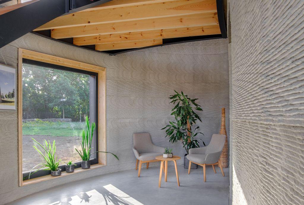 Het beton is geprint in laagjes, wat duidelijk zichtbaar is in de woning.