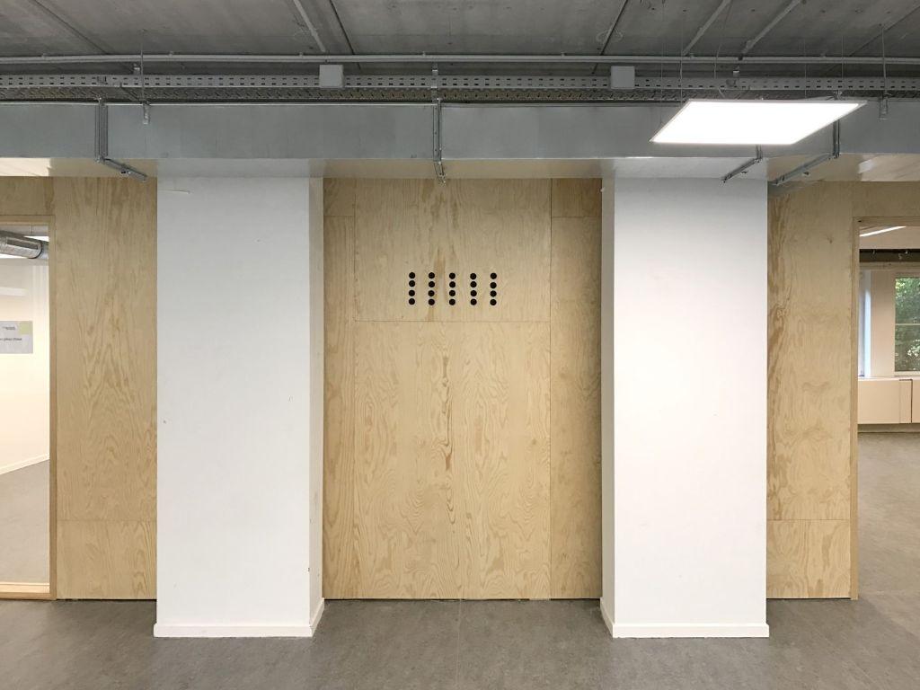 Transformation d'un immeuble de bureaux en école secondaire à pédagogie active (Bruxelles)