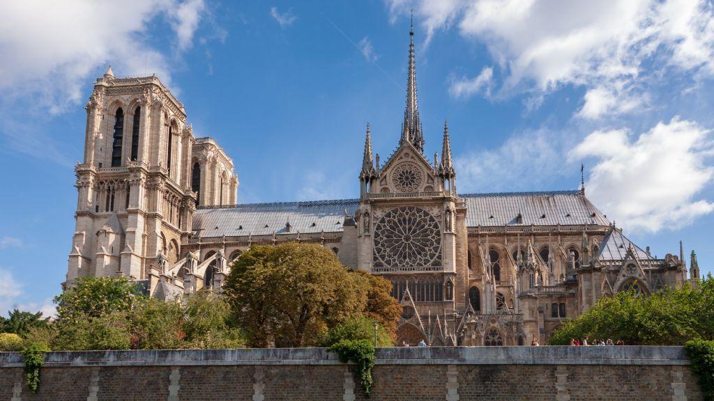 Internationale architectuurwedstrijd voor torenspits Notre-Dame